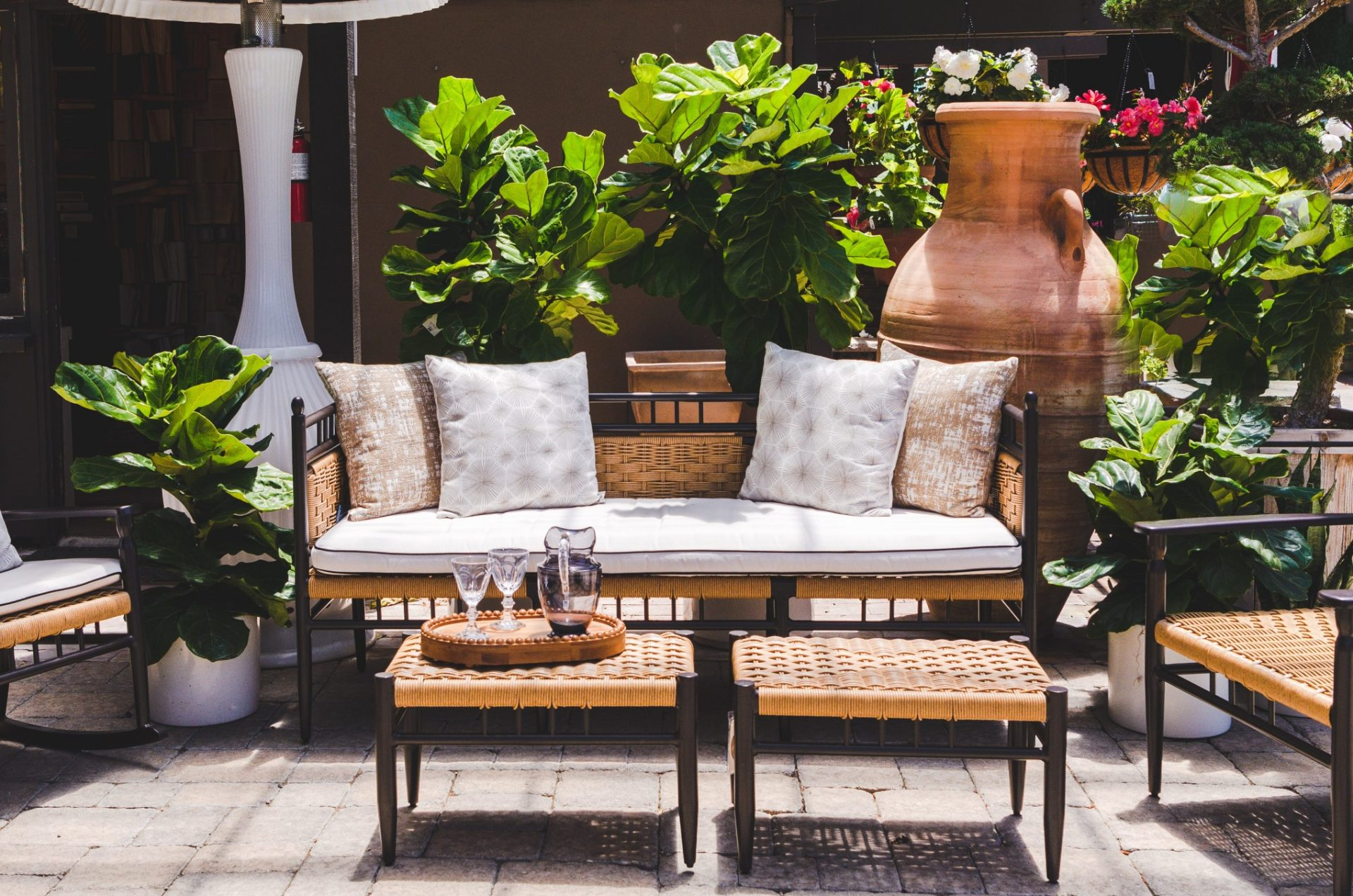 nominated-outdoor-living-space-comfortable-inviting-patio-furniture-with-plants_t20_Jzzk3E
